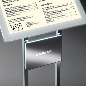 Informacijsko stojalo z magnetnim LED okvirjem